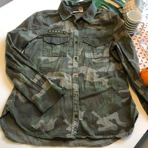 Mudd Camo Button Up Shirt - size Medium